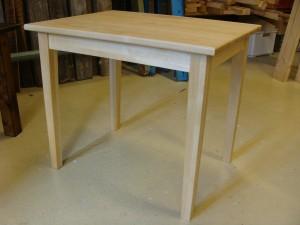 pieni koivupöytä