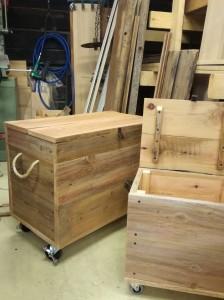 Laatikot polttopuille ja sytykkeille