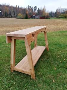 kangaspuista tehty penkkipöytä