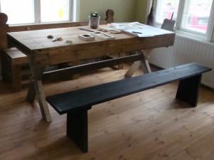 pöytä vanhasta mankelista